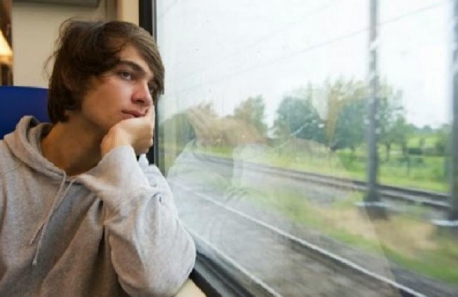A szokásos vonatutamon tartottam hazafelé, mikor feltűnt ez a fiatal fiú és leült mellém - Szóba elegyedtünk, de ami ezután történt...