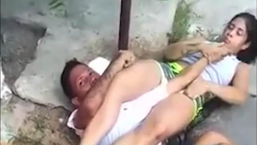 Visított a szerencsétlen rabló, miután leteperte a nő, akit ki akart rabolni - Videó