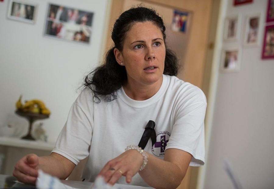 Nem tartja tovább a száját magyar ápolónő: 'Mi takarítjuk el utánatok a hullákat, etetjük az éhezőket hogy...'