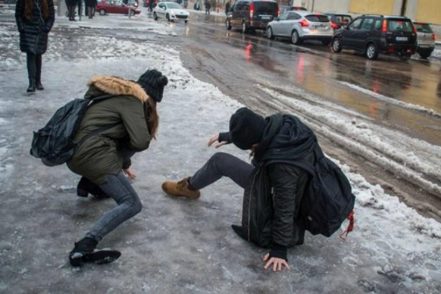 Nem rég érkezett: Riasztást adott ki az OMSZ az ónos eső, miatt ekkor érkezik a havazás