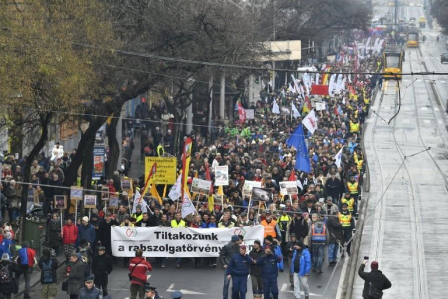 Rabszolgatörvény: Az egész országra kiterjedő sztrájk készül