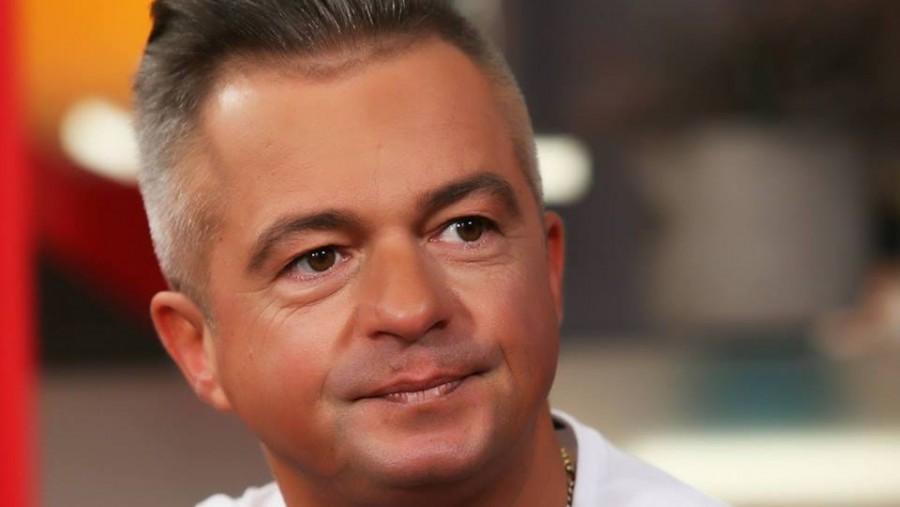 Megdöbbentő: Ez a valódi igazság ezért hagyta el az országot az ismert magyar műsorvezető