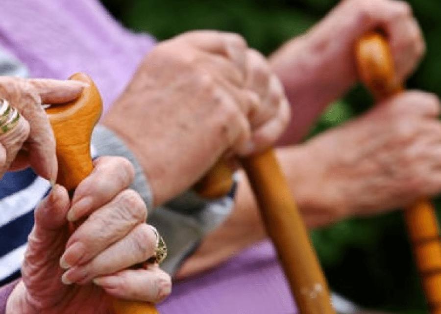 Felháborító: Elegük lett  a nyugdíjasoknak