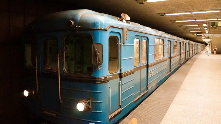 Nem rég érkezett: gázolt a metró a Klinikáknál, áll a forgalom