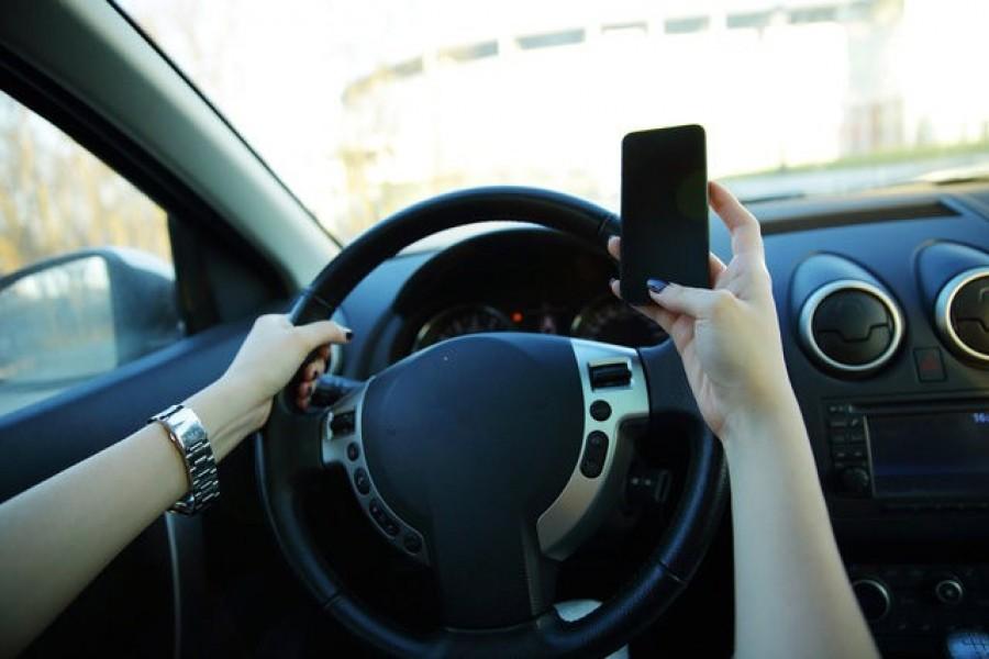 2019. január 1-től 30 napra bevonják a jogosítványát annak a vezetőnek és biciklisnek, aki mobilt tart a kezében!!!!