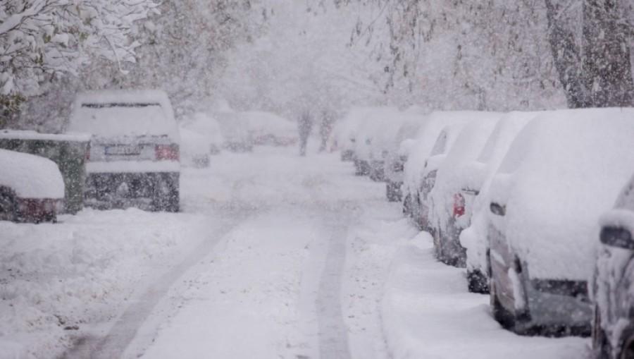 Teljes készültség a havazás végett, hetekig hó alatt lehet az ország