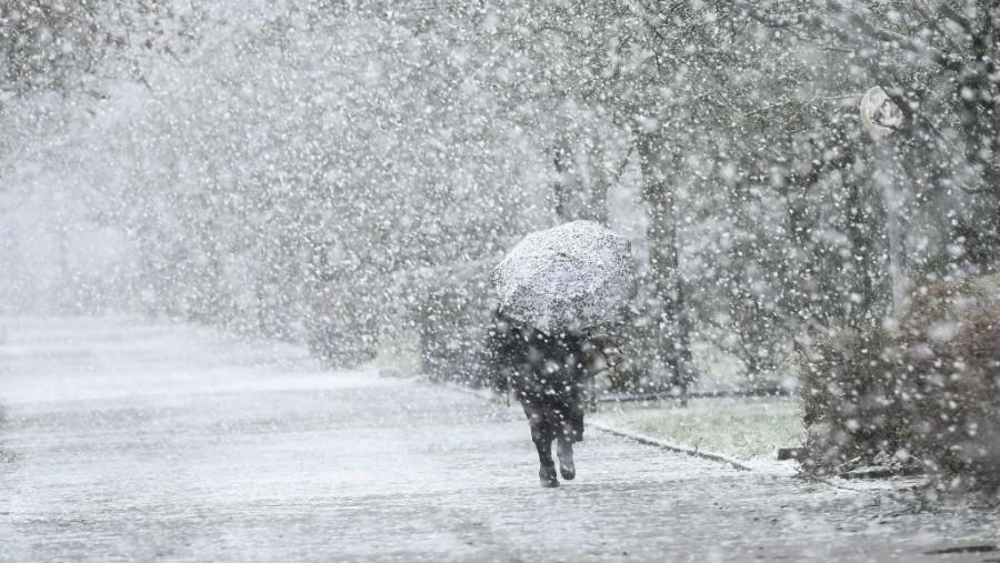 Hófúvás, ónos eső: riasztást és figyelmeztetést adott ki az OMSZ