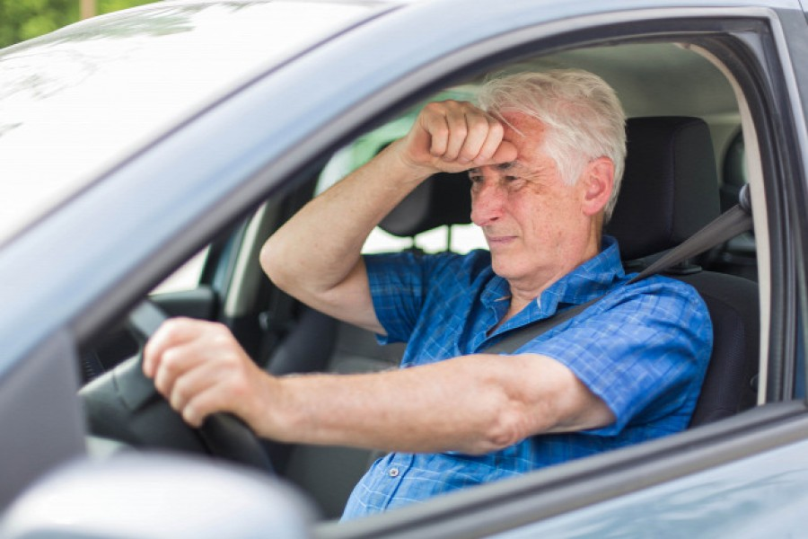 Nemsokára érkezik az új törvényjavaslat: Megtilthatják az autóvezetést és elvehetik a jogosítványt 70 év felett!