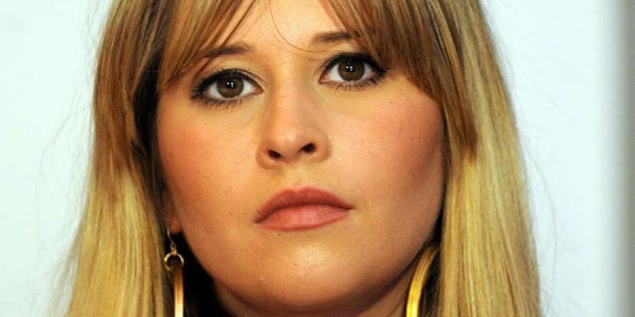Felfoghatatlan hír: agydaganata van az ismert magyar énekesnőnek, nem akar műtétet!