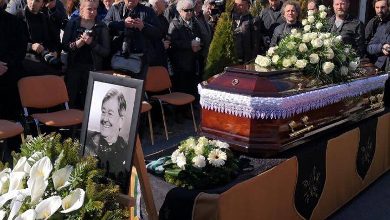 Rengetegen búcsúztak Koós Jánostól a legendás énekestől - Fotók Koós János temetéséről.