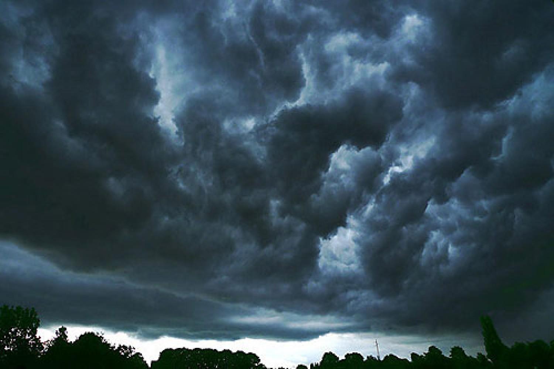 Itt a vége a jó időnek: ekkor ér ide az eső és a viharos szél
