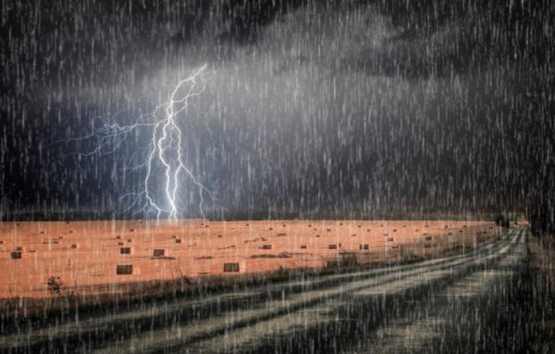 Metsző hideg szél és sáreső vár ránk: ekkor lesz újra nyár