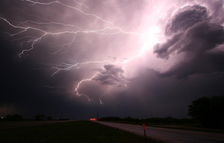 Óriási eső tart Magyarország felé! Előre figyelmeztet mindenkit az országos meteorológiai szolgálat! Ekkor érkezik meg