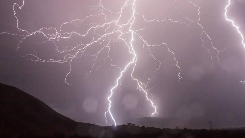 5 megyére adtak ki riasztást !Erős viharos szél érkezik!Nagy mennyiségű esővel , amihez 80 km/órás szél társul !