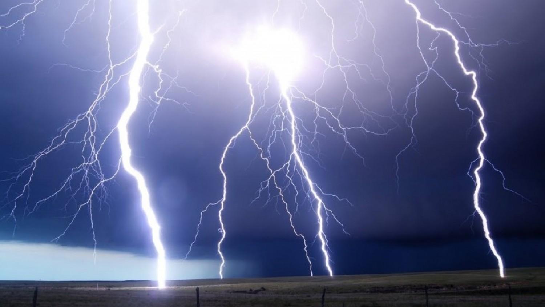 Komoly felhőszakadás érkezik - A fél országra kiadták a figyelmeztetést
