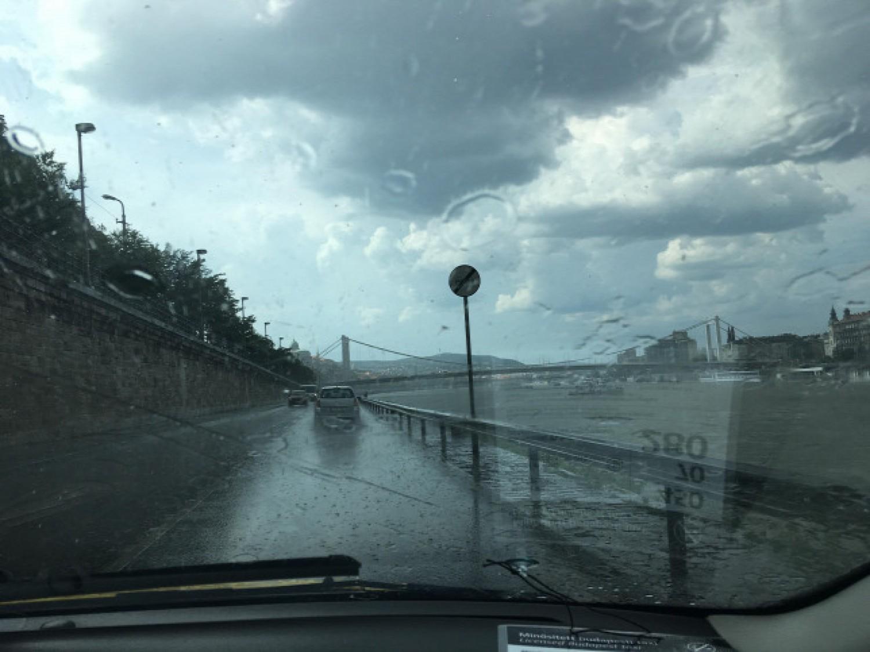 Friss Időjárás: marad az ítéletidő, esőre, záporra kell számítani hétvégén