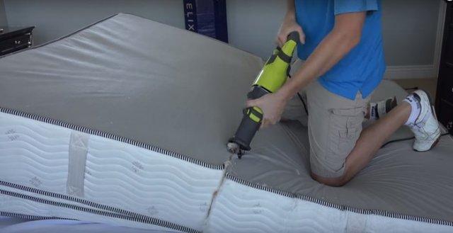 Egy nap úgy döntött, hogy kettéfűrészeli a matracot. Nézd meg mit rejt a belseje!