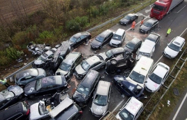 Komoly tömegbaleset történt: 8 autó ütközött az M3-ason