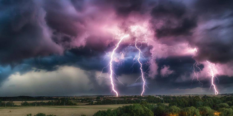 ÖZÖNVÍZ és JÉGESŐ ÉRKEZIK MA! Nincs vége az ítéletidőnek! MA délután 80 km/órás széllel ismét lecsap a vihar! ITT a lista – ezekre a megyékre adtak ki riasztást :