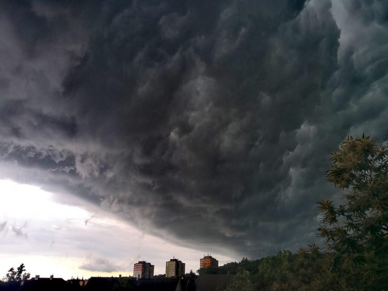 Brutális fordulat jön az időjárásban: kétszeres veszély, az egész országra figyelmeztetést adtak ki
