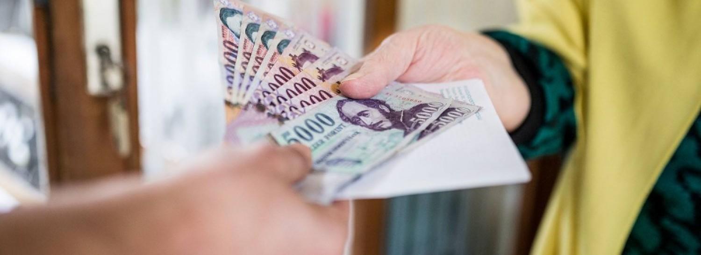 Nem rég jött a hír:Egyáltalán NEM VÁRT pénzt érkezik sok, 199 500 forintnál kevesebből élő nyugdíjas!!! Napokon belül viszi is a POSTÁS!!!!!