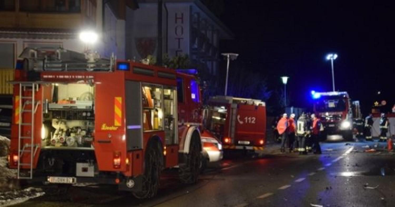 Tragikus hír érkezett: A turisták a buszt várták, amikor közéjük rohant egy autó, többen életüket vesztették