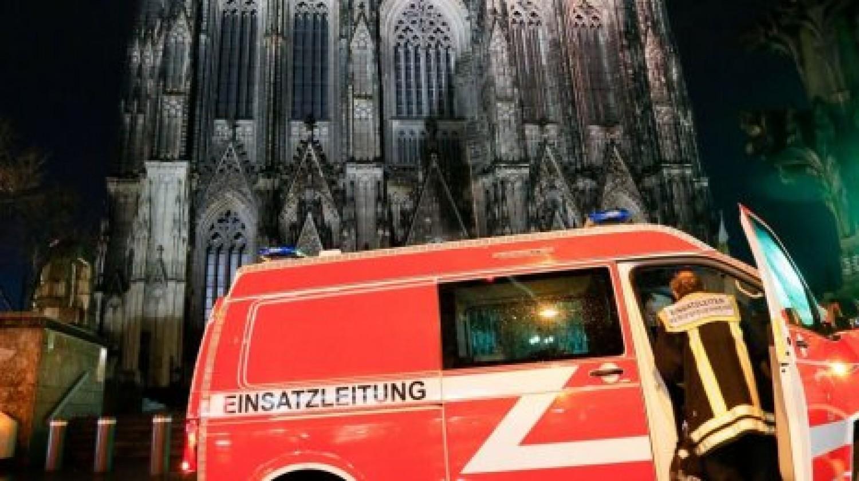 Aggasztó hír: Rengeteg tűzoltót vezényeltek ki a kölni dómhoz