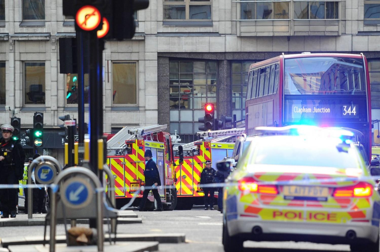 Nem rég érkezett: késelés  történt egy londoni mecsetben