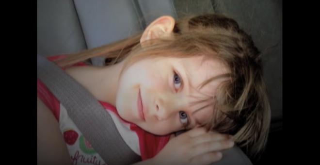 Ez a hat éves kislány meghalt. Három nappal később az anyja talált valamit a zoknis fiókjában, ami teljesen összezavarta.