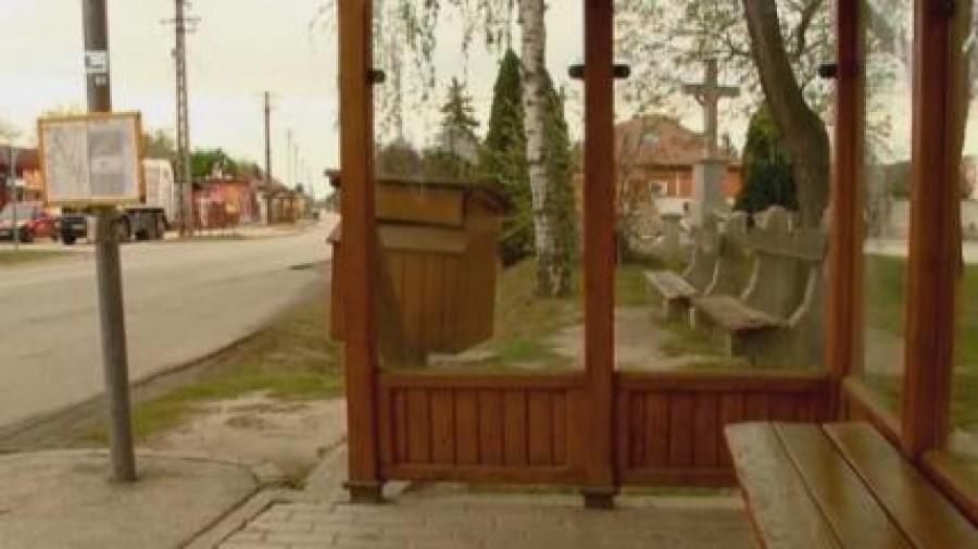 150.000 Ft büntetés, ha a padon pihensz! Nem vicc, ez egy magyar falu rendelete, holnaptól büntetnek!