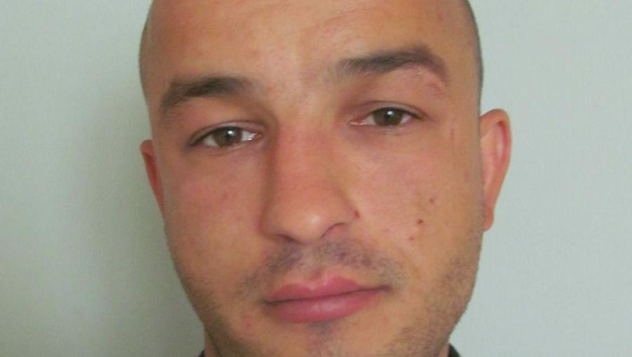 Szökésben van: itt a férfi, aki a gyanú szerint elvágta a csepeli nő nyakát - OSZD MEG TE IS!