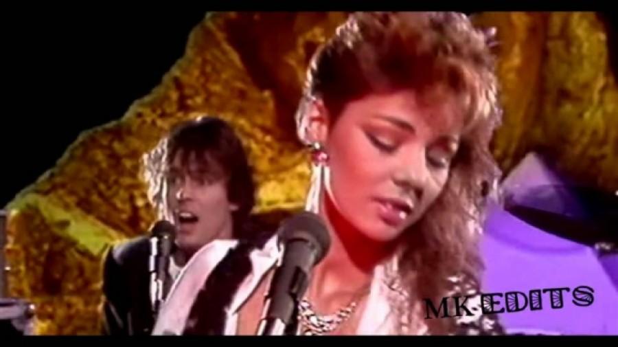 Ma 55 éves Sandra, aki a 80as évek egyik legismertebb énekesnője volt! Te is emlékszel még erre a giga slágerre? :)