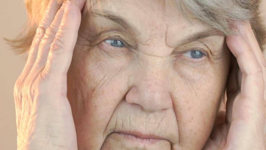 A nő azt hitte csak fejfájás az egész de két nappal később meghal – mindenkit figyelmeztetnek erre az orvosok