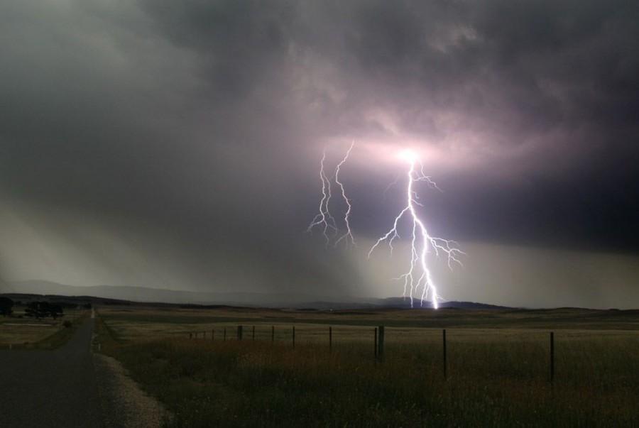 Zivatar, viharos szél: ilyen időjárás várható az alábbi területeken!