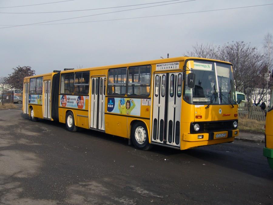 Menet közben szétszakadt egy csuklós busz + VIDEÓVAL!