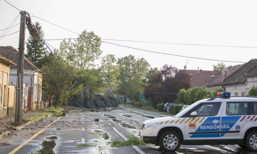 Tomboló vihar csapott le az országra, tovább pusztíthat az ítéletidő