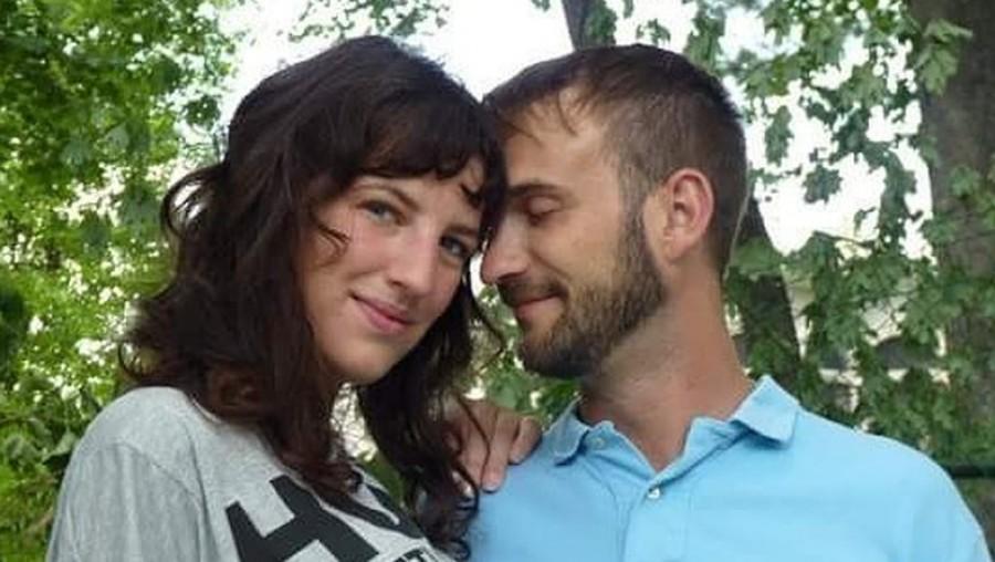 Az első randijukon valami furcsát vett észre a férfi kezén, néhány hónap múlva a férfi bevallotta a sokkoló igazságot!