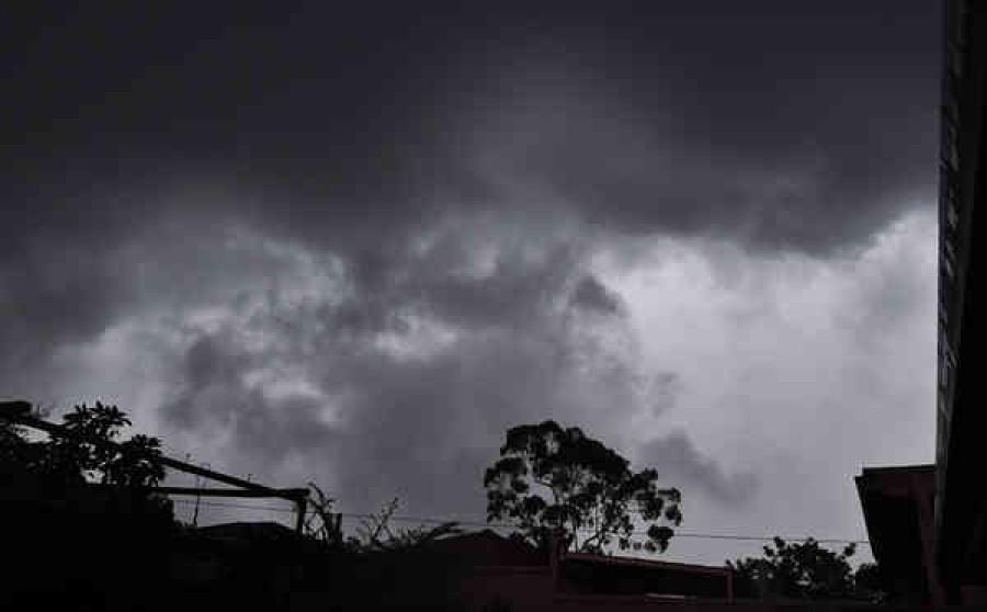 Kiadták a riasztást: esővel és viharos széllel ér véget a nyár!