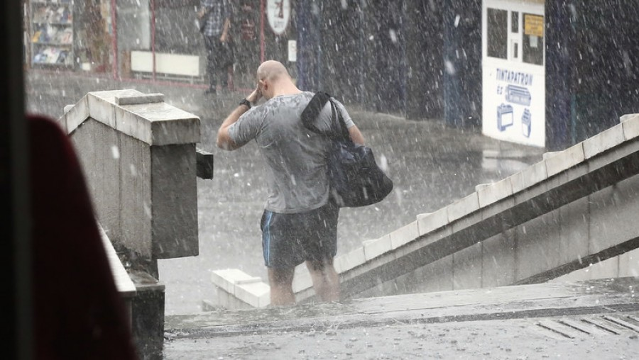 Figyelmeztetés! A mai napon pusztító viharok keretében megérkezik a lehűlés!