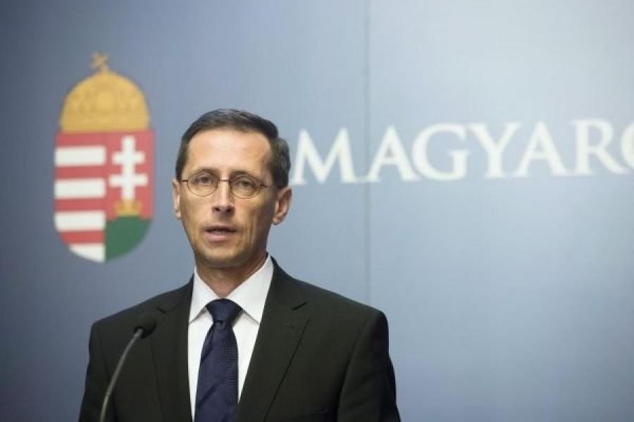 Fantasztikus hírt jelentett be Varga Mihály! Ennyi plusz pénzt kap minden magyar dolgozó január 1-től a fizetése mellé!