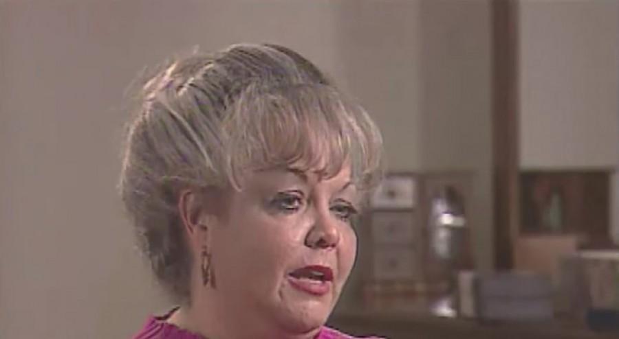 Ez a nő 25 éve kontyot hordott. Amikor végre levágatta a haját, sikoltozott a lánya örömében (videó)