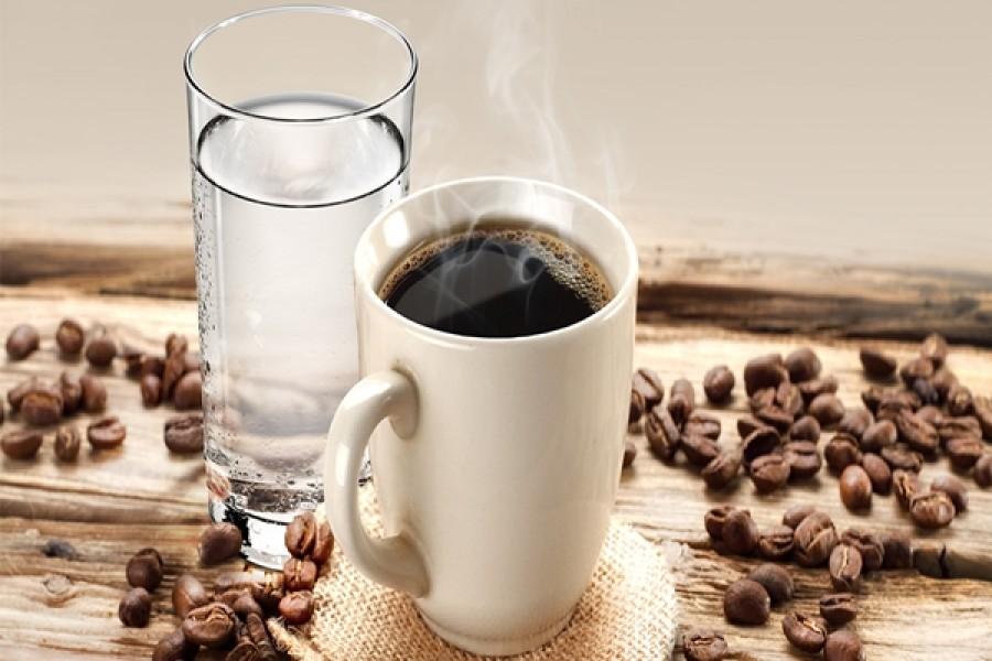 Megbánod ha nem így teszel: ezért kell kávé után mindig vizet innod