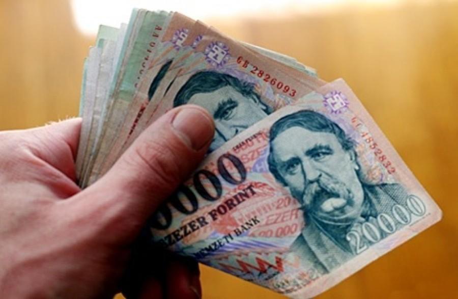 Friss: Nagyon sok magyar dolgozó kap majd 100 ezer forintos év végi készpénz ajándékot a munkahelyén, csak még nem tud róla!