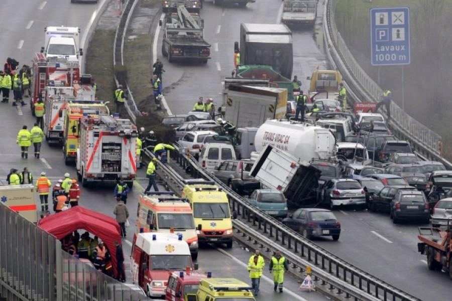 Az M7-es autópályán 35-ös karambol történt. Nem fogja eltalálni, hogy mi okozta ezt a nagy balesetet!