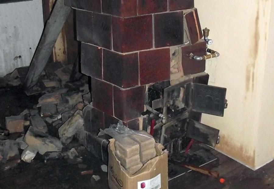 Friss! Felrobbant a cserépkályha egy családi háznál. Ez okozta!