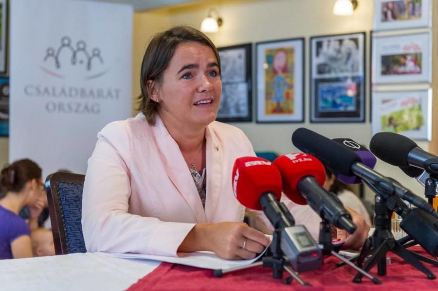 Friss kormányközlemény: 75 ezer forintos pluszt kapnak a magyar családok napokon belül! Minden családnak nagy meglepetést jelentett be Novák Katalin ma délután!