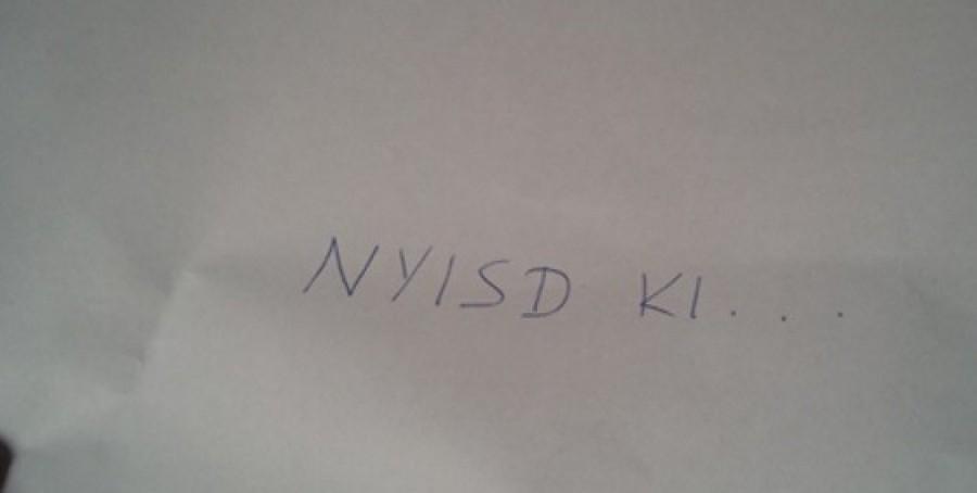 Ezt a levelet nyomta a lányával vásárló anya kezébe egy idegen. Mikor kibontotta, majdnem elájult!