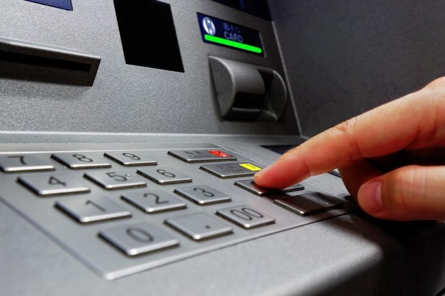 Figyelem: ezt a nőt keresik egy ATM felvétel alapján! Ön felismeri?!