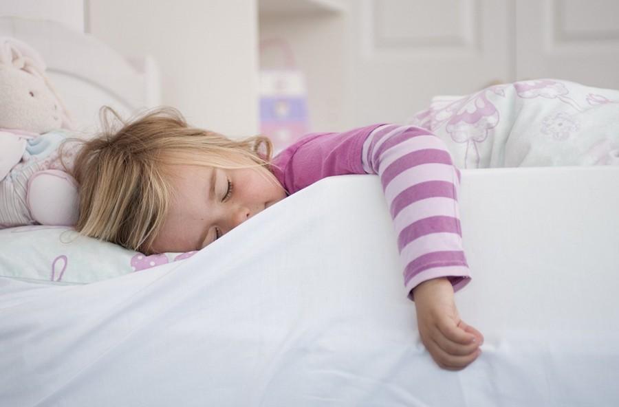Ijesztő bogarakat talált az újszülött kisfia ágyában. Aztán a nagynénje felfedezett valamit, ami teljesen sokkolta
