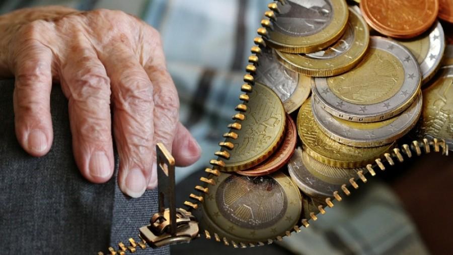 Elismerték: egy hatalmas lenyúlás a nyugdíjas rendszer!